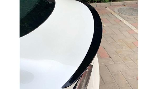 Tesla Model 3 Spoiler (Blanksort)